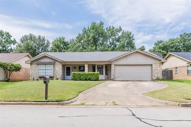 2702 Partridge Avenue, Arlington, TX 76017 (MLS #14629045) :: Real Estate By Design