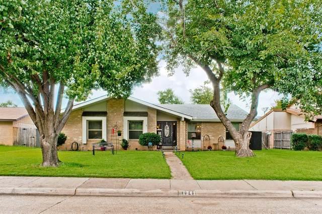 1341 Forestglen Drive, Lewisville, TX 75067 (MLS #14629628) :: Real Estate By Design