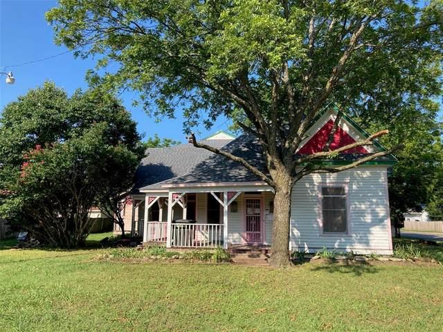 1315 N Wilhite Street, Cleburne, TX 76031 (MLS #14630949) :: Jones-Papadopoulos & Co