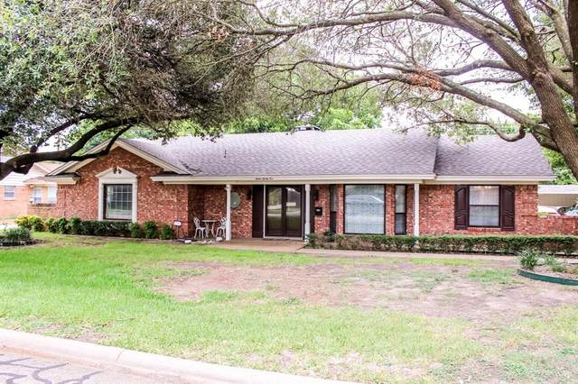 1235 Crestwood Drive, Cleburne, TX 76033 (MLS #14630973) :: The Property Guys
