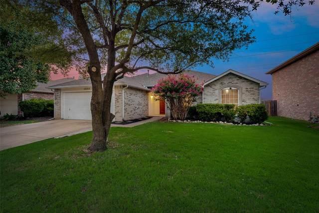 1004 Silver Streak Drive, Saginaw, TX 76131 (MLS #14631576) :: Rafter H Realty