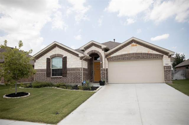 1004 Rising Moon Drive, Fort Worth, TX 76052 (MLS #14632315) :: Real Estate By Design