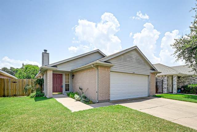 1159 Meadows Drive, Grand Prairie, TX 75052 (MLS #14632527) :: Real Estate By Design