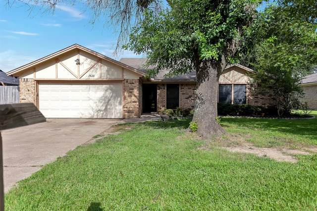 7628 Hunt Drive, North Richland Hills, TX 76182 (MLS #14633975) :: Real Estate By Design