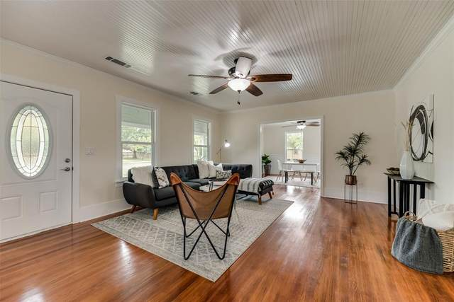 501 E Gee Street, Pilot Point, TX 76258 (MLS #14634086) :: Real Estate By Design