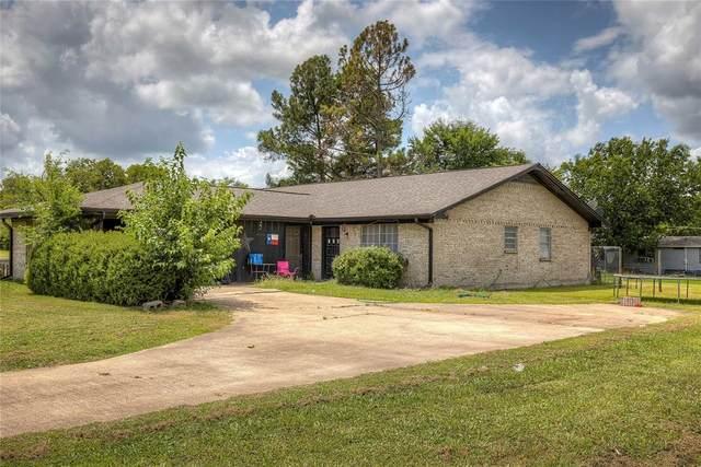 706 S Manson Street, Wolfe City, TX 75496 (MLS #14634378) :: The Kimberly Davis Group