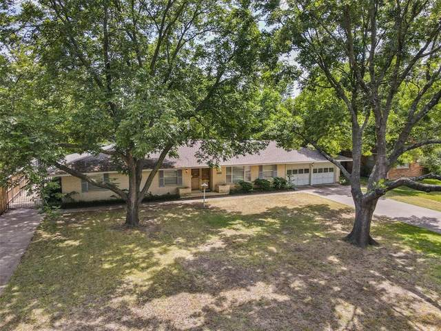 1304 Redbud Drive, Arlington, TX 76012 (MLS #14634392) :: Wood Real Estate Group