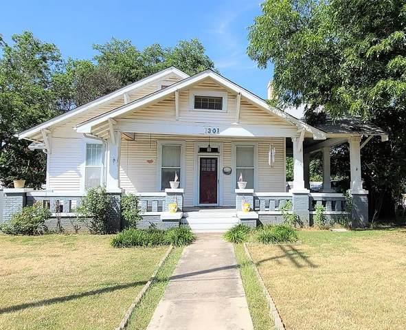 1301 8th Street, Brownwood, TX 76801 (MLS #14634831) :: The Kimberly Davis Group
