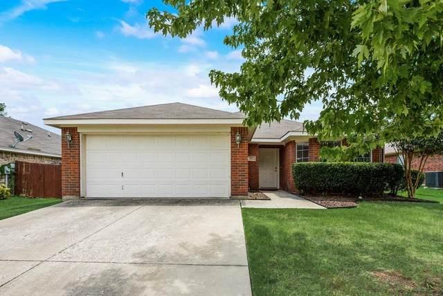 613 Aeronca Drive, Saginaw, TX 76179 (MLS #14635355) :: Real Estate By Design