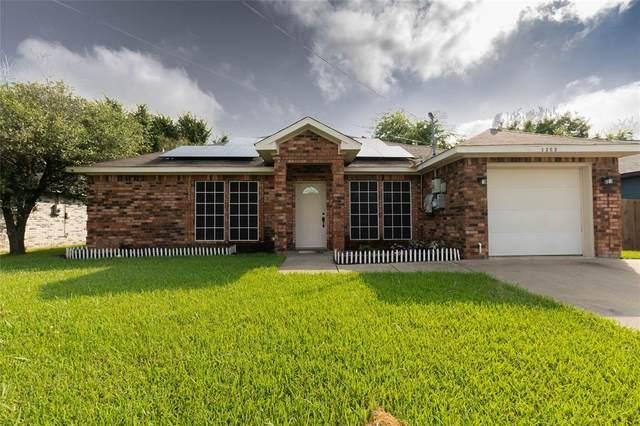 1202 Melody Circle, Kaufman, TX 75142 (MLS #14635527) :: Real Estate By Design