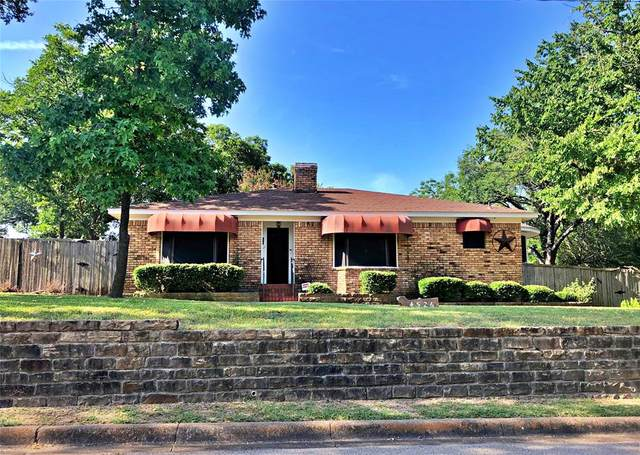 4526 W Clarendon Drive, Cockrell Hill, TX 75211 (MLS #14635783) :: The Tierny Jordan Network