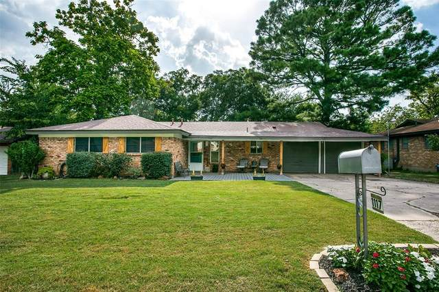 1117 Valley View Drive, Hurst, TX 76053 (MLS #14635846) :: Real Estate By Design