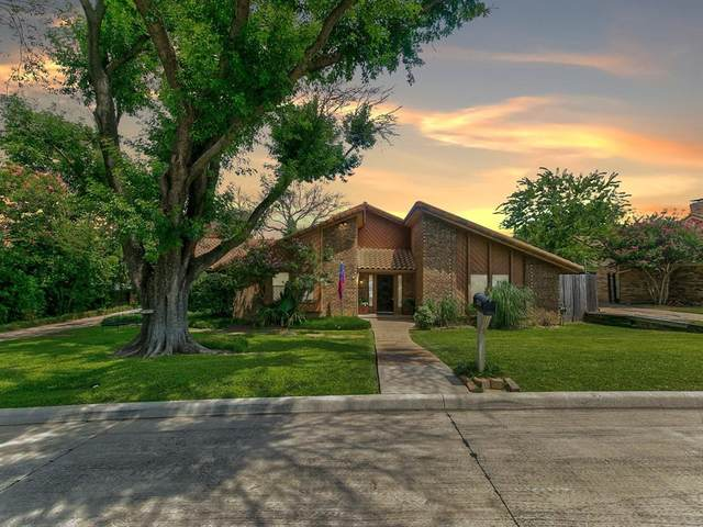 2310 Greenbriar Court, Grand Prairie, TX 75050 (MLS #14635975) :: NewHomePrograms.com