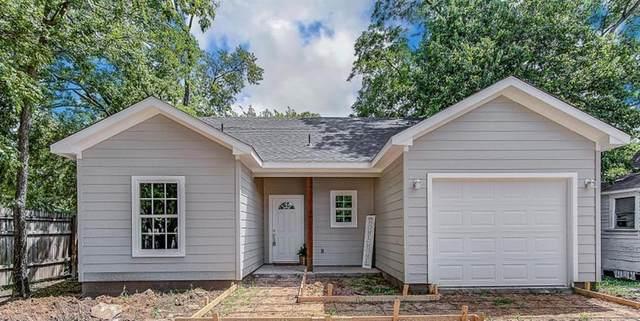880 Sabine Avenue, Cleburne, TX 76031 (MLS #14636147) :: The Chad Smith Team