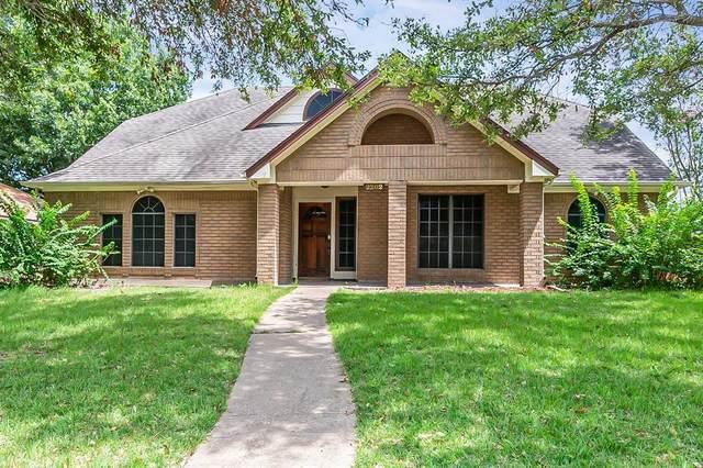 2202 Crystal Creek Lane, Garland, TX 75040 (MLS #14636227) :: The Chad Smith Team