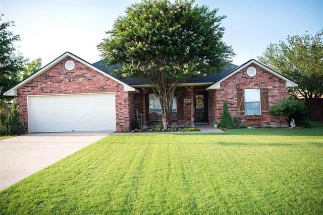 1105 Amy Way, Bonham, TX 75418 (MLS #14637012) :: The Mauelshagen Group