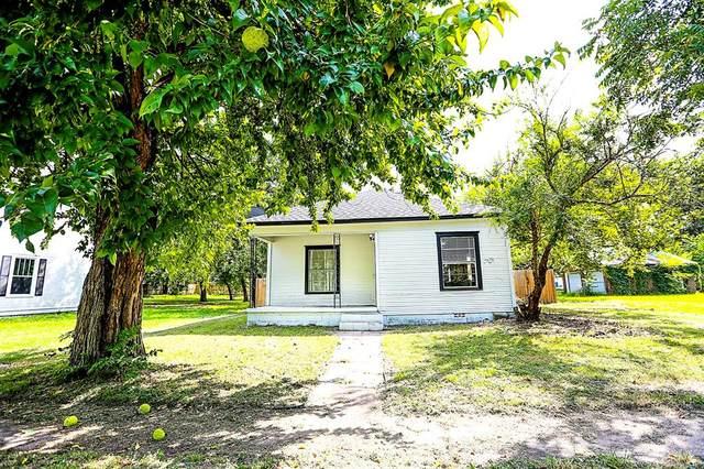 406 E Tarrant Street, Bowie, TX 76230 (MLS #14637116) :: Trinity Premier Properties