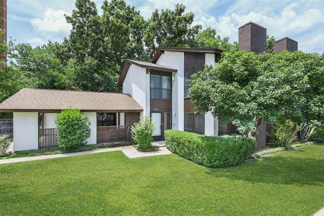 2301 Mistletoe Drive, Fort Worth, TX 76110 (MLS #14637629) :: Front Real Estate Co.