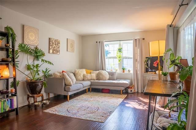 3017 Mahanna Springs Drive B, Dallas, TX 75235 (MLS #14637694) :: Front Real Estate Co.