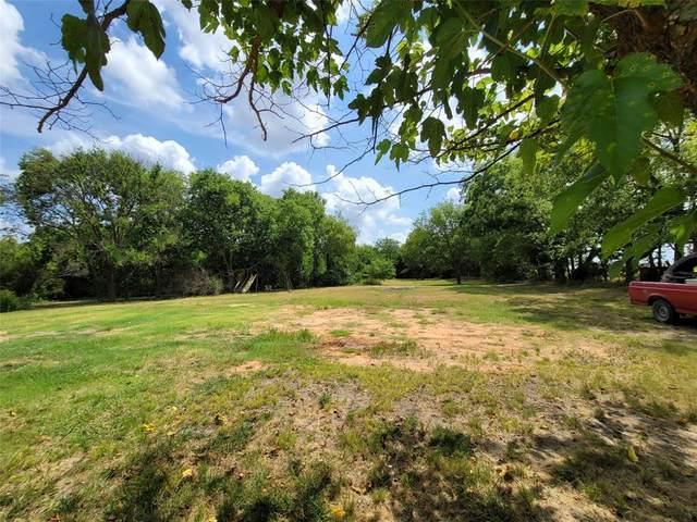2722 Joe Reeves Road, Whitewright, TX 75491 (MLS #14637930) :: Frankie Arthur Real Estate