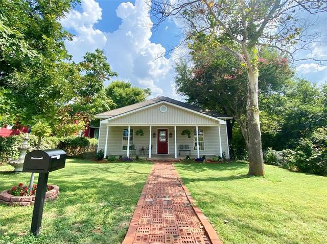 108 Soward Avenue, Weatherford, TX 76086 (MLS #14637962) :: All Cities USA Realty