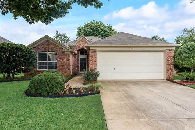 904 Winston Drive, Euless, TX 76039 (MLS #14638217) :: Real Estate By Design