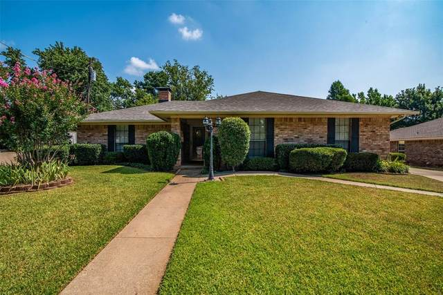 2209 Highland Park Dr, Denison, TX 75020 (#14638369) :: Homes By Lainie Real Estate Group