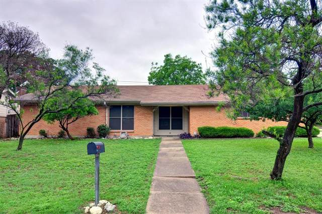 300 Mildred Lane, Benbrook, TX 76126 (MLS #14638659) :: All Cities USA Realty