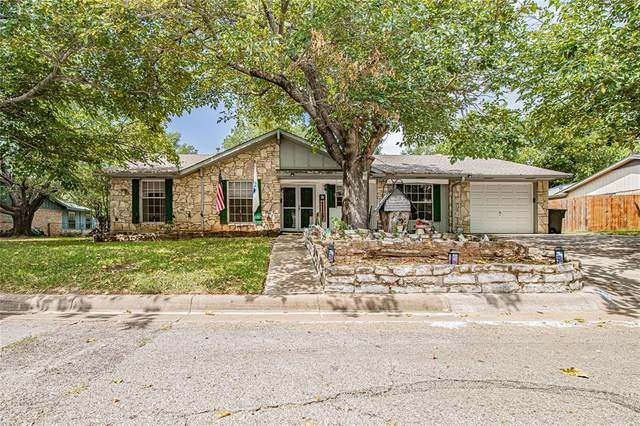 302 S Cherry Lane, Granbury, TX 76048 (#14639533) :: Homes By Lainie Real Estate Group