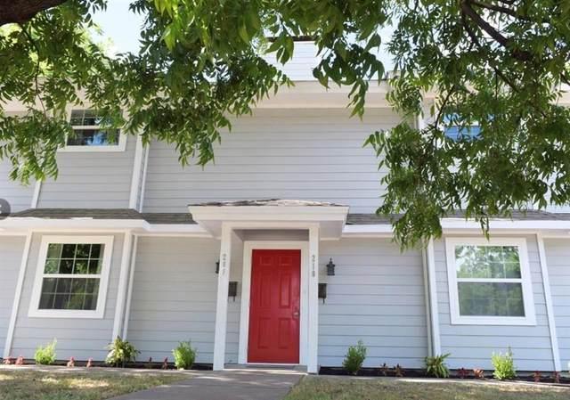 208 E Rucker Street, Granbury, TX 76048 (#14639632) :: Homes By Lainie Real Estate Group
