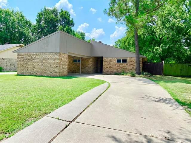 420 Martin Street, Bonham, TX 75418 (MLS #14639946) :: The Chad Smith Team