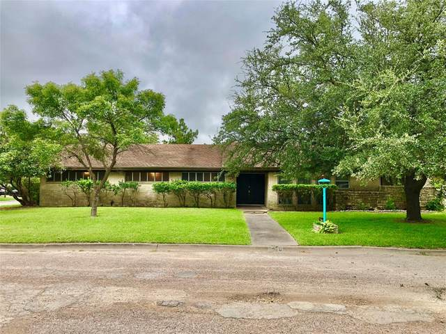 1410 Hummingbird Drive, Hillsboro, TX 76645 (MLS #14640096) :: Premier Properties Group of Keller Williams Realty