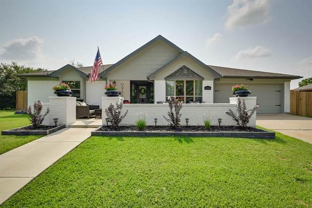 1208 Clubhouse Drive, Mansfield, TX 76063 (MLS #14640318) :: Real Estate By Design