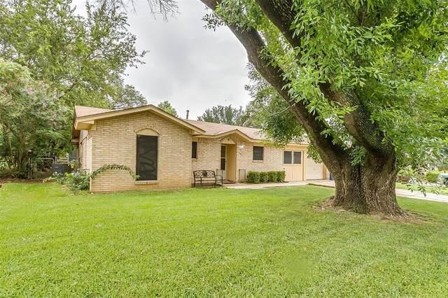 301 NE Craig Street, Burleson, TX 76028 (MLS #14640785) :: Russell Realty Group