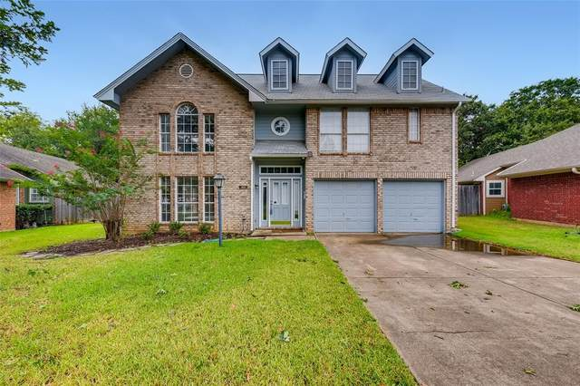 301 Arwine Drive, Hurst, TX 76053 (MLS #14641150) :: Russell Realty Group