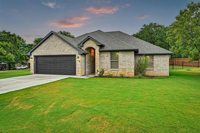 1401 Conejos Court, Granbury, TX 76048 (MLS #14641911) :: Russell Realty Group