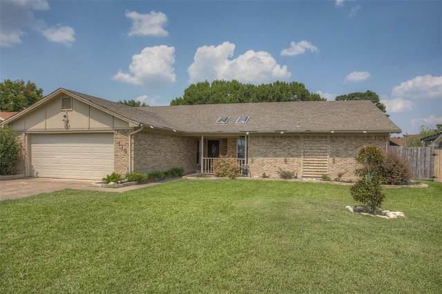 116 Overcrest Drive, Benbrook, TX 76126 (MLS #14642625) :: Craig Properties Group