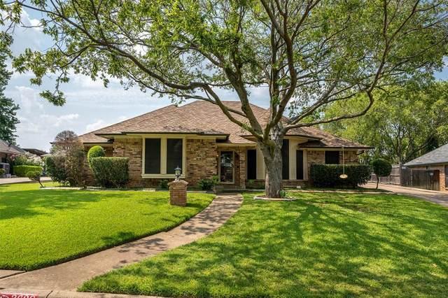3628 Dahlia Drive, Grand Prairie, TX 75052 (MLS #14644215) :: Lisa Birdsong Group | Compass