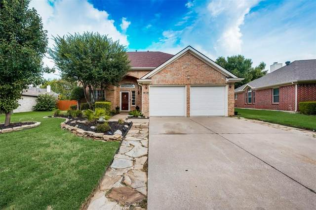 305 Parkview Drive, Hurst, TX 76053 (MLS #14646429) :: Craig Properties Group