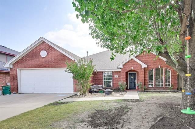 901 Saybrook Court, Saginaw, TX 76131 (MLS #14646596) :: Front Real Estate Co.