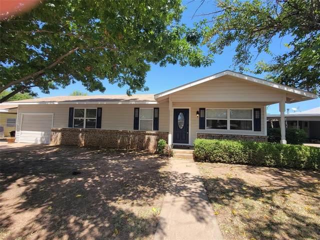 1437 Avenue D, Graham, TX 76450 (MLS #14646664) :: Maegan Brest | Keller Williams Realty