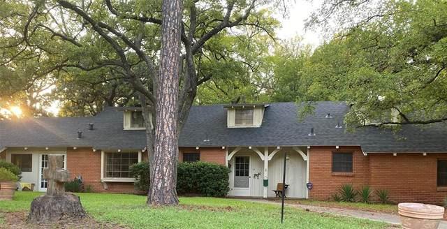 2411 Glenwood Lane, Denton, TX 76209 (MLS #14650915) :: Real Estate By Design