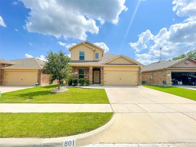 601 Creekview Drive, Azle, TX 76020 (MLS #14651165) :: Maegan Brest | Keller Williams Realty
