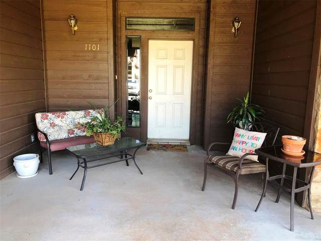 1101 Eagle Point Circle, Graford, TX 76449 (#14653493) :: Homes By Lainie Real Estate Group