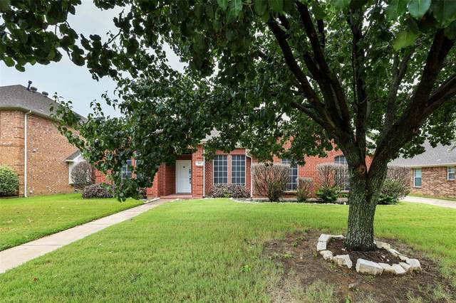 812 Flagstone Drive, Burleson, TX 76028 (MLS #14654208) :: Real Estate By Design