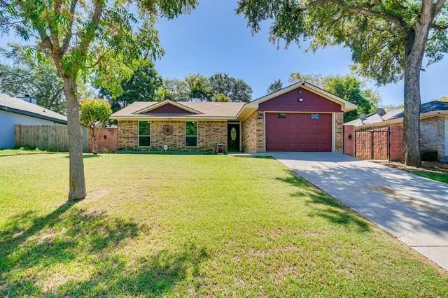1442 Lake Crest Drive, Grand Prairie, TX 75051 (MLS #14654801) :: Real Estate By Design