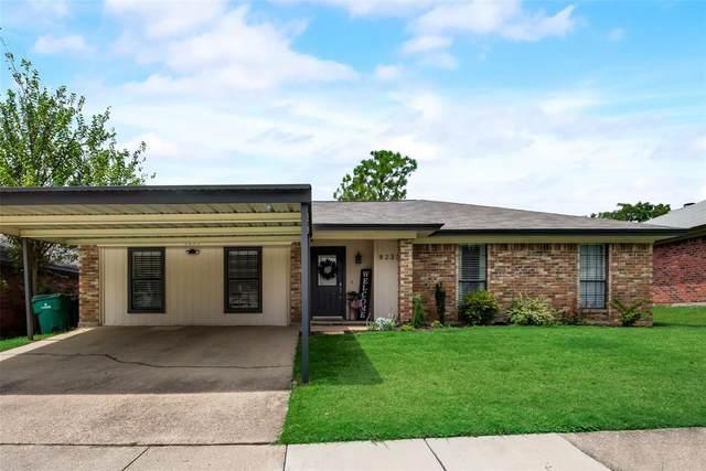 8233 Lara Lane, Watauga, TX 76148 (MLS #14655228) :: Craig Properties Group
