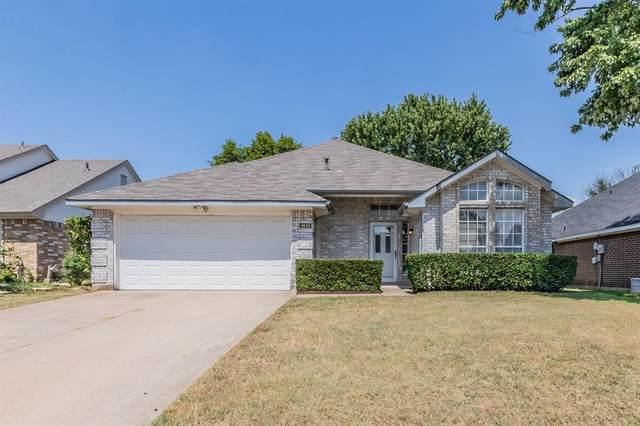 2820 Sommerset Drive, Grand Prairie, TX 75052 (MLS #14655606) :: The Krissy Mireles Team