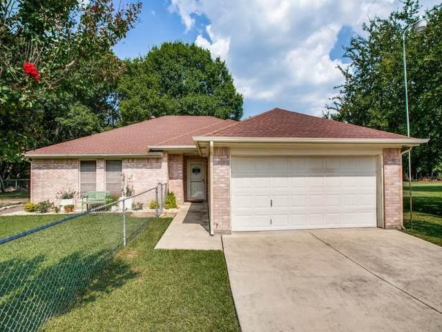 1641 Canyon Creek Drive E, Azle, TX 76020 (MLS #14655776) :: Russell Realty Group