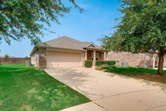 4235 Hill Top Lane, Grand Prairie, TX 75052 (MLS #14656011) :: Russell Realty Group